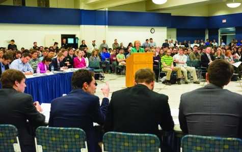Senate meeting draws crowd of 600