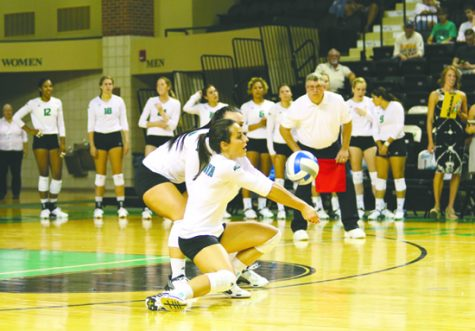 Women's Volleyball snagging wins down south