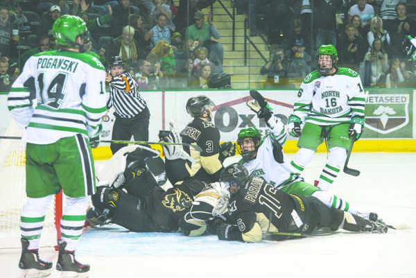 Men's hockey nets exhibition win against Manitoba