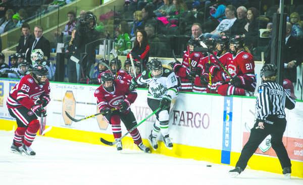 Women's hockey splits series with Ohio State