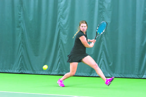 Women's tennis gets blanked by the hornets
