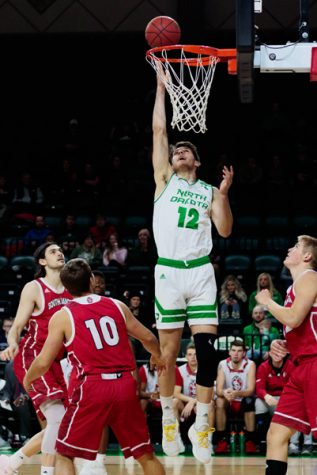 Turnovers haunt UND in loss to Omaha